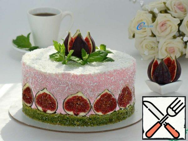 """Then beat the remaining 100 ml of cream and 1 tablespoon of powdered sugar into a fluffy mass, add the pre-soaked gelatin (5 g ) and pour everything over the frozen raspberry layer. Put the cake in the refrigerator for complete solidification. Before serving, decorate to your taste, brew a fragrant tea, invite guests and you can enjoy the most delicate cake with spinach-raspberry flavor, leaving a juicy and delicious Fig for a """"snack""""."""
