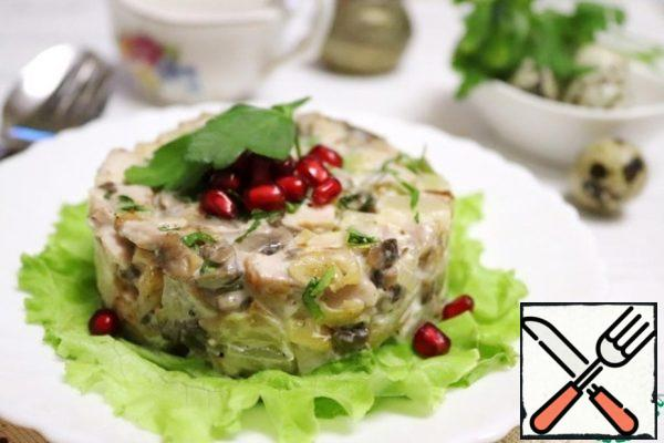 When the onions and mushrooms have cooled, combine them with the chopped chicken breast.  Add pineapple cubes. Season the salad with mayonnaise.  Pepper to taste. The salad becomes tastier if you let it brew and cool in the refrigerator for about 30 minutes. When serving, sprinkle with chopped parsley.