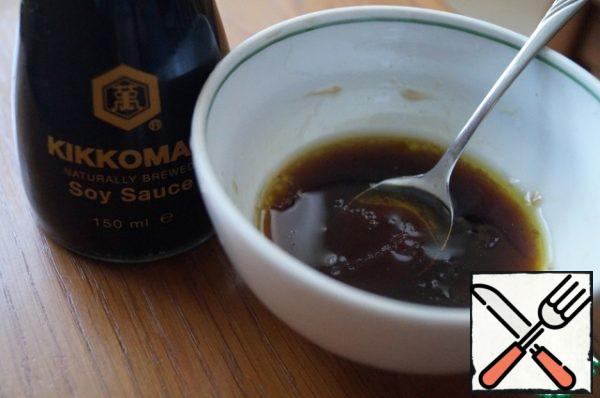 Make the dressing: mix soy sauce with olive oil, vinegar and honey.