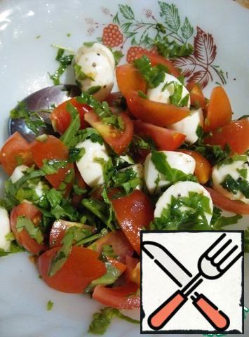 Place the tomatoes, mozzarella, and arugula on a plate and season with salt and pepper to taste.