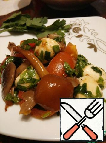 Top with warm mushrooms, drizzle with olive oil and balsamic vinegar. Stir.