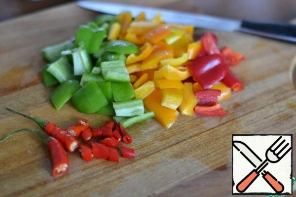 Cut the bell pepper and chili pepper into small pieces.