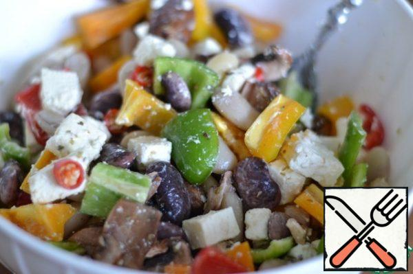 In a bowl, mix the beans, bell peppers, chili peppers, mushrooms, cheese, and thyme. Stir.