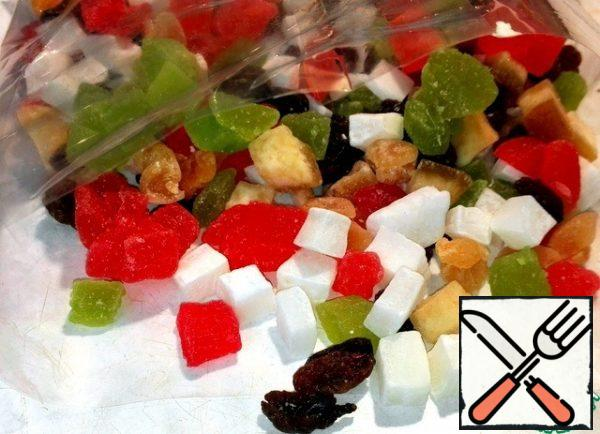 A mixture of candied fruits for the filling.