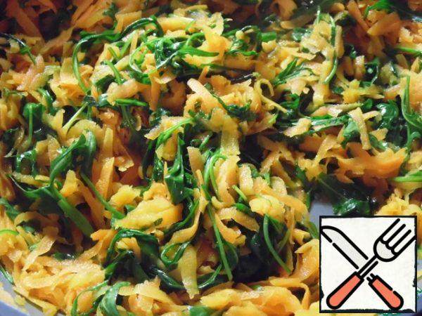Add the arugula to the carrots and fry for another 1-2 minutes.