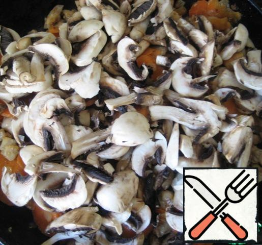 Then add the coarsely chopped mushrooms. Season with salt and pepper to taste, add thyme. Stir well.