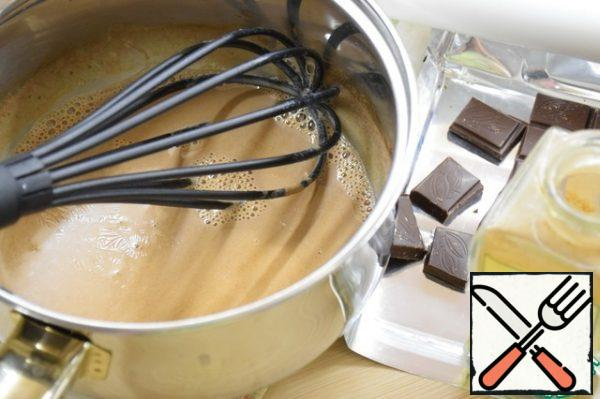 On medium heat, bring the mixture to a boil, reduce the heat to a minimum and, stirring constantly, cook for 5 minutes.