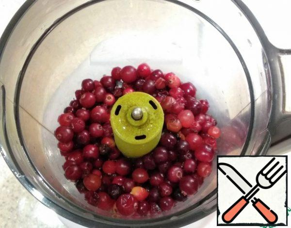Wash the cranberries and put them in a blender.