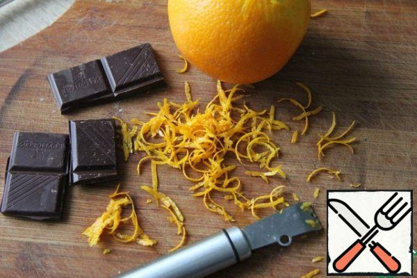 Add half of the chocolate (melt the second part for decoration), orange zest (leave a little for decoration).