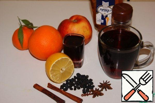 Prepare the ingredients for the mulled wine.