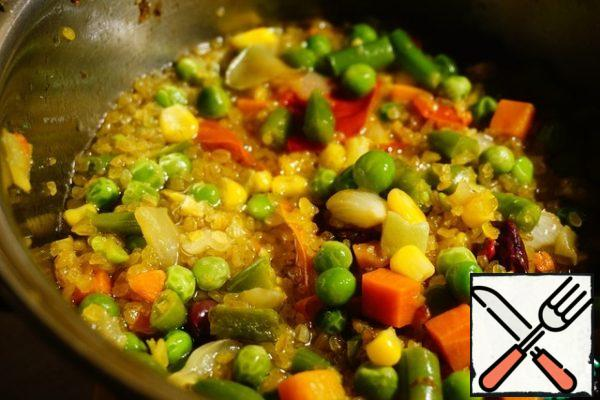 Water, bring to a boil and cook for 7-8 minutes until half-cooked bulgur.