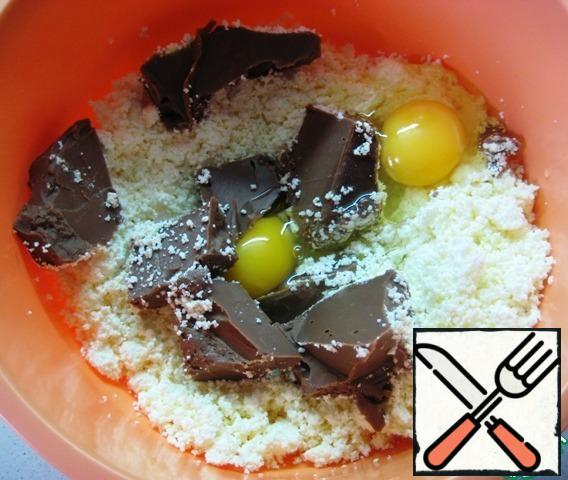 In a bowl, combine the cottage cheese, soft chocolate butter and eggs. Stir.