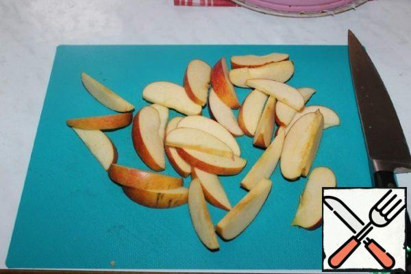 Remove the core from the Apple and cut into slices.