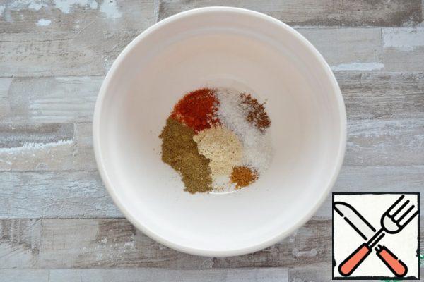 Take the spices you like. I have the following composition: 1/2 tsp salt 1/2 tsp smoked paprika 1/8 tsp nutmeg 1/4 tsp coriander 1/2 tsp black pepper 1/2 tsp garlic powder