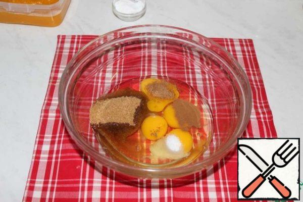 Add sugar, salt, cinnamon and nutmeg to the eggs. Stir.