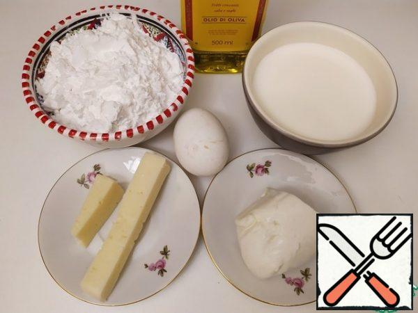 """For Brazilian cheese bread, it is necessary to take the flour (often called """"starch"""") of tapioca, and not the balls that can be found on sale. You will need soft cheese (such as mozzarella) and hard cheese (such as Parmesan)."""