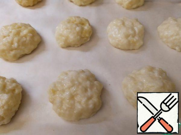 Moisten your hands with water and make balls. Put them on a baking sheet. Bake for 15-20 minutes, at 180 degrees, until Golden brown.