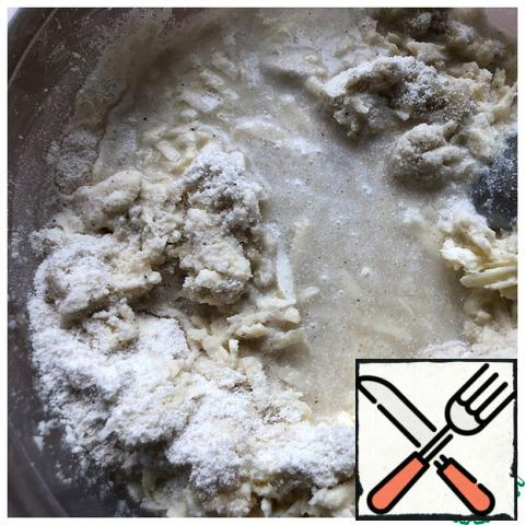 Gradually pour in strongly carbonated water and knead a homogeneous dough with a spoon.