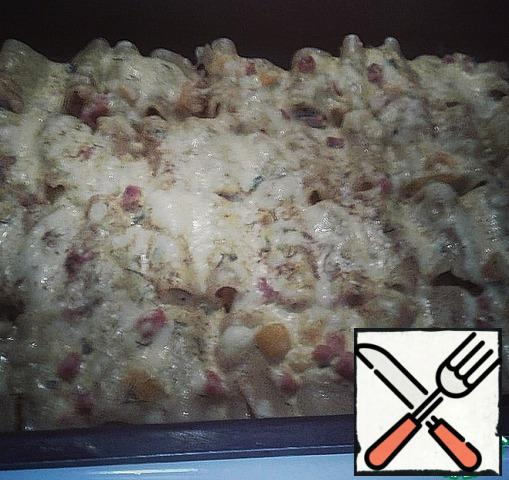 Grease the fire-proof form with vegetable oil and put the cannelloni in it tightly.