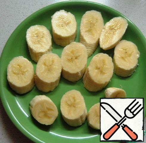 Pre-cut the banana into pieces and freeze (leave overnight in the freezer).