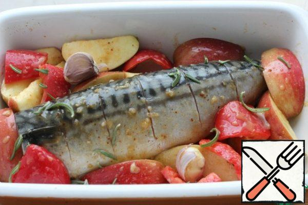 Place the apples and pepper next to the fish. 180 degree oven. Bake for 20-30 minutes. I have a ceramic mold-baked at 200 for 15 minutes, then added nuts and another 10 minutes. Focus on your oven!