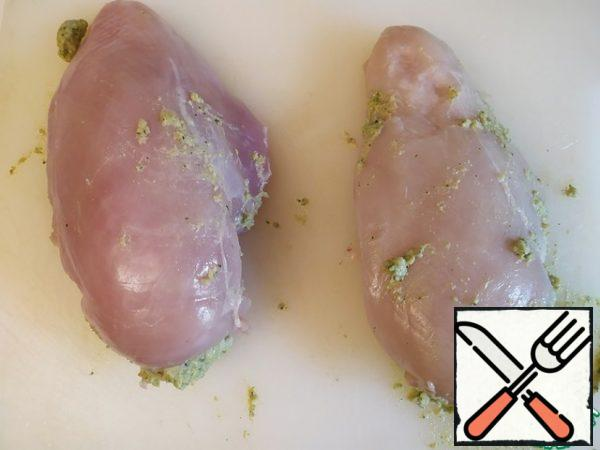 Transfer the sauce to a cooking bag and fill the chicken with it.