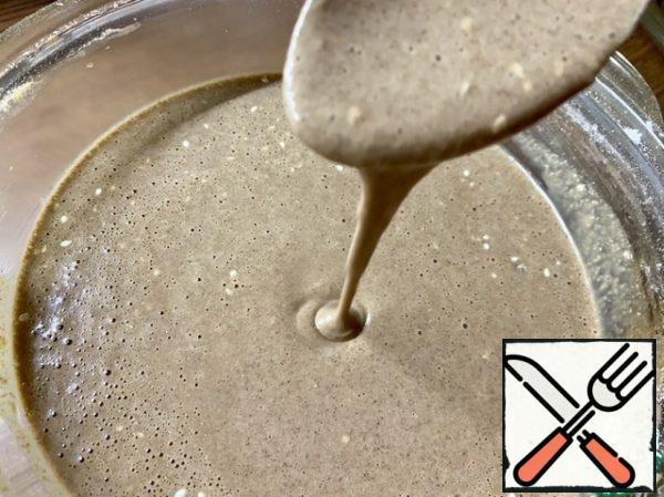 The dough should turn out like pancakes, flowing, but not too liquid. Cover with a lid and leave for 20-30 minutes to infuse.