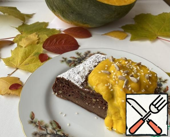 Pour the sauce over portions of the pie and garnish with seeds and sesame seeds, or serve the sauce separately to each. Chocolate cake with pumpkin cream sauce without sugar is ready!Bon appetit!!!
