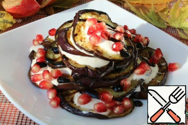 Lay out the eggplant slide. On each eggplant with a little sauce. Add balsamic cream and sprinkle with pomegranate seeds.