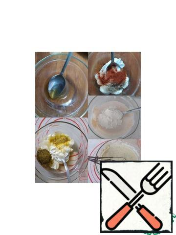 Filling: combine vegetable oil with honey. Then add sour cream, spices, mustard, salt. All well connect with a whisk until smooth. Add the flour and stir again. Adding a spoonful of water, bring the sauce to a liquid state (the consistency of the dough on thin pancakes)