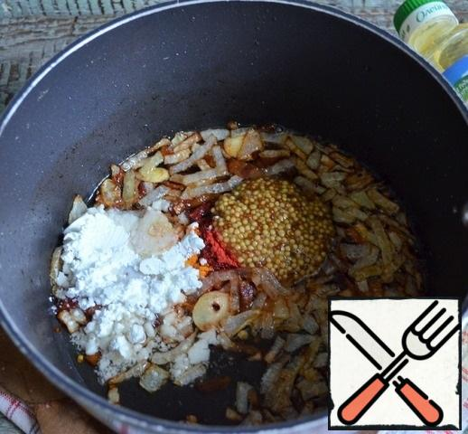 Transfer to a deep saucepan, add the mustard, starch, paprika, a little salt and mix thoroughly to avoid lumps of starch.