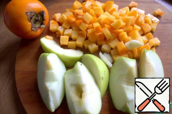 While making the filling. I chose a green Apple and a semi-hard persimmon. I didn't peel the skin.
