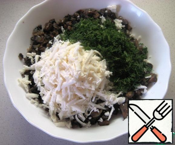 Filling: finely chop the onion and mushrooms, fry in a small amount of vegetable oil and let cool. Add grated Adyghe cheese and finely chopped herbs. Season with salt and black pepper and mix the filling.
