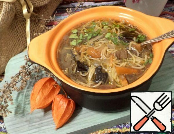 Mushroom Soup with Noodles and Tomatoes Recipe