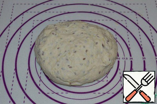 In a bowl, add the flour, dry yeast, salt, sugar, flax seeds and cooled millet porridge, and mix. Gradually pour in warm water and knead until smooth. Put the dough on the table and knead for 5 minutes.