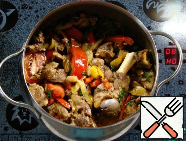 Stir and simmer for another 10 minutes. How this dish turns out to be bright, beautiful and appetizing can be seen even in a saucepan.