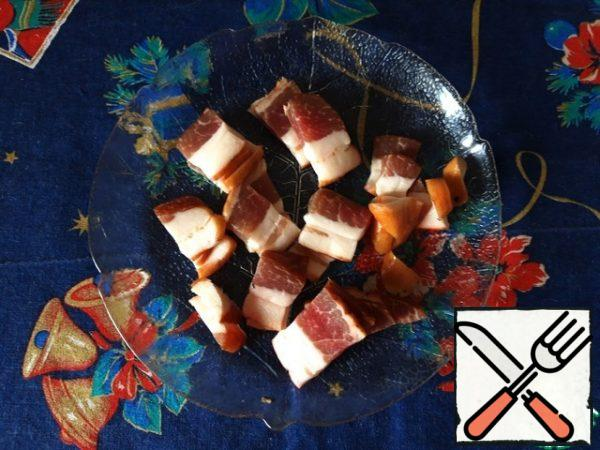 Cut the bacon into small slices