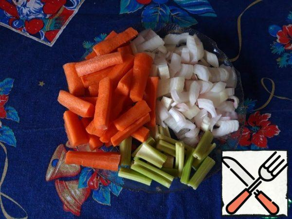 Carrot and celery cut into pieces 4-5 cm long, onion-medium cube, garlic-coarsely chop.