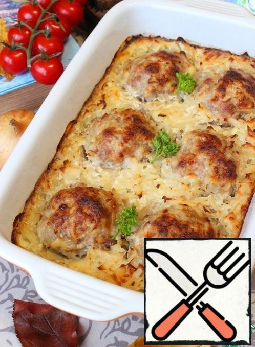 Cutlets baked in grated potatoes are ready.