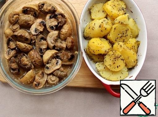 Simultaneously with mushrooms, you can cook potatoes.