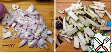 Finely chop the onion and cut the eggplant into strips.