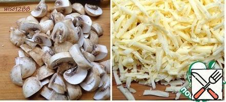 Cut the mushrooms randomly. Chop the cheese.