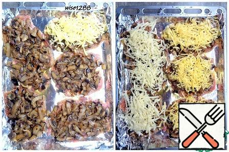 Spread the toasted mixture of eggplant, mushrooms and onions on the slices of carbonade and pepper. Spread the cheese on top.
