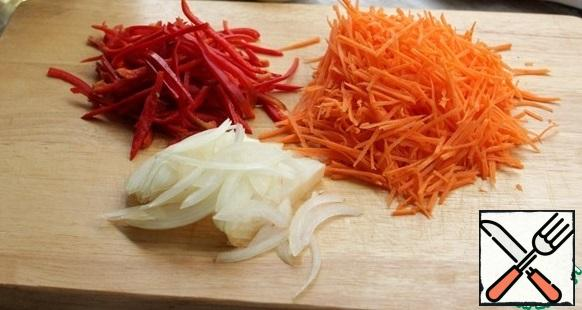 Carrots cut into thin strips or grate on a Korean grater, pepper and onion cut into strips.