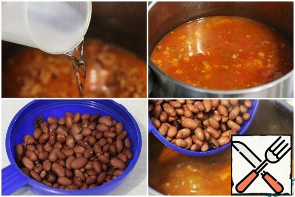 Pour in water or broth – as much as you need to get the desired thickness of soup (I poured 800 ml). Add the Bay leaf, salt and sugar to taste. Bring the soup to a boil and cook for 8-10 minutes. Wash the beans, let the water drain, then add the beans to the boiling soup.
