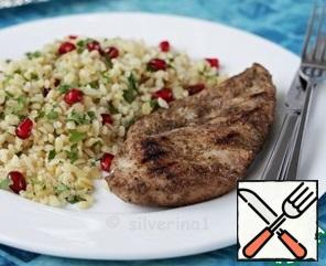 """Cover the finished fillet with foil and let it """"rest"""" a little. Serve with a side dish: vegetable salad, couscous, rice or bulgur will be appropriate. Bon Appetit!"""
