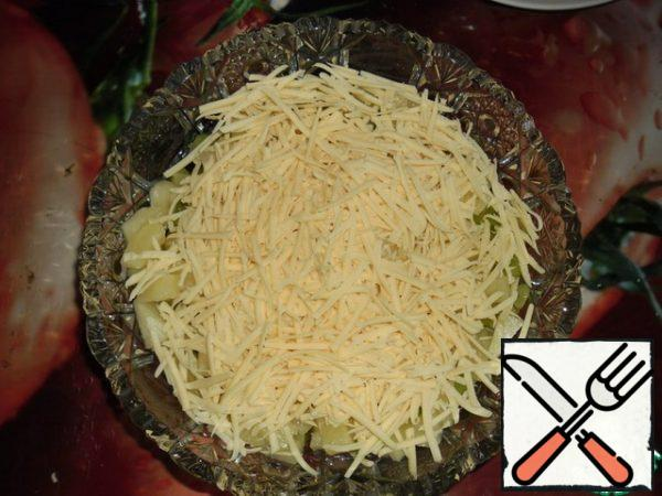 Sprinkle with grated cheese on a large grater.