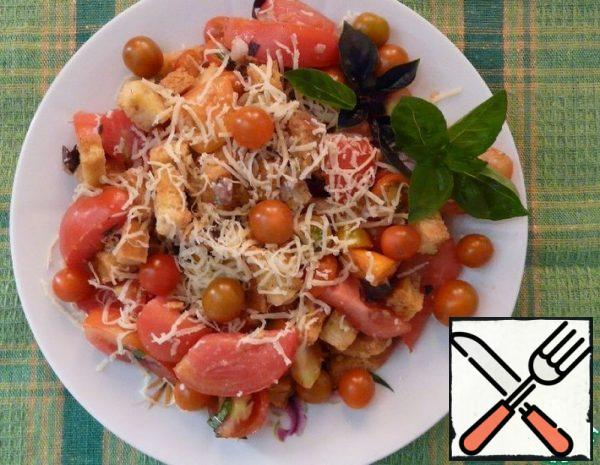 Salad with Crackers and Tomatoes Recipe
