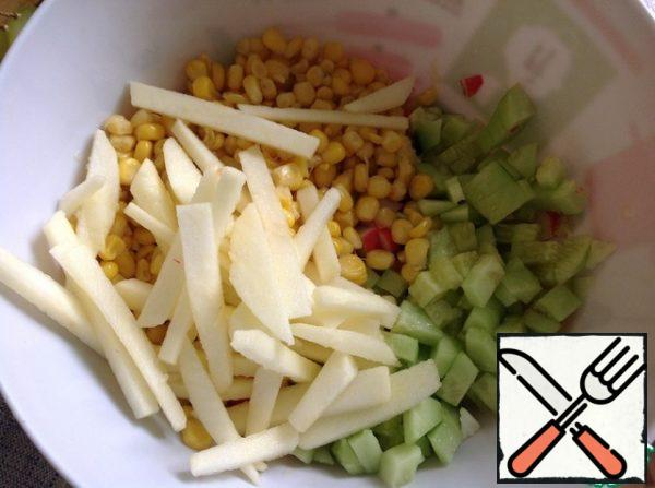 Peel the apple and cut into strips, sprinkle with lemon juice. Mix the salad gently.