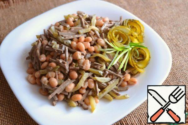 The salad is decorated with green onion feathers, the roses are made from pickled cucumbers.